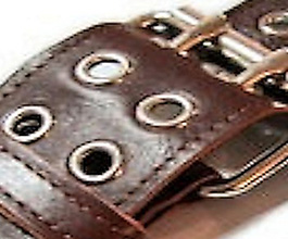 brown_grommet_guitar_strap_02_close