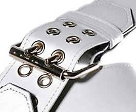 white_grommet_guitar_strap_close